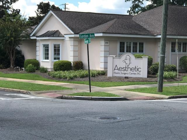 Medical facility for sale in Thomasville, GA. Approximately 10,000 sq. ft with ample parking.Sale is building only no equipment. Only 3 blocks to Archbold Hospital. Appraisal on file. State licensed Surgery Center. Actual license on display in office.