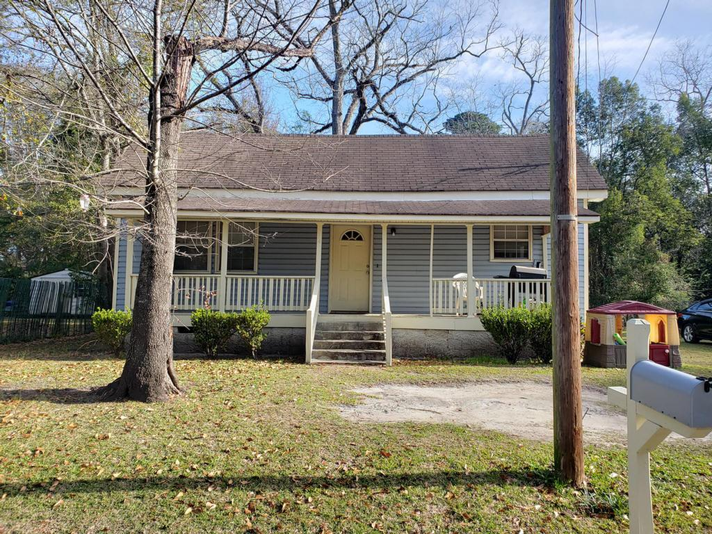 Investors and homebuyers - This home features 2 large bedrooms, living room, kitchen/dining combo and has 9ft ceilings. Central heating and cooling only a few years old. There is a nice large front porch, vinyl siding exterior and a large backyard.
