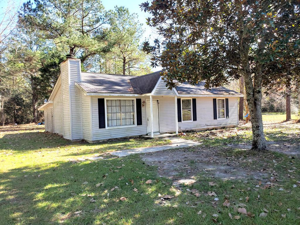 Homebuyers here is a fixer upper in a great community of Lake Riverside subdivision only 9 miles from shopping and restaurants.  Home sits on 1 acre of land.  Open floor plan with fireplace. Screen in back porch and storage building for your tools.