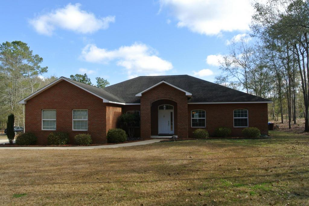 Lovely home in Riverwind Plantation.  A Gated community with a large lake with fishing privileges , private park, tennis courts and boat ramp.  Home has been well kept and  is clean as a whistle.  Very functional split floorplan all on one floor with two living areas,  master suite and separate office which could be converted to a 4th bedroom.  Home has an open kitchen to the main living area.  stainless steel appliances,  solid surface countertops.  Separate laundry room,  pantry.  Formal dining room and breakfast area.  Two car garage, covered patio.