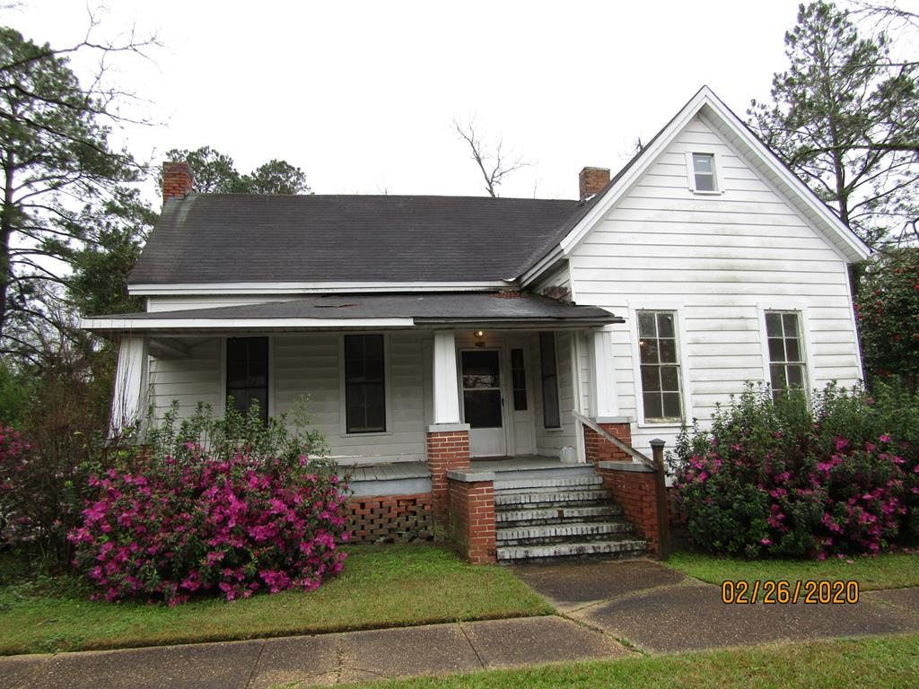 Owners are fixing the house up, will have new paint inside and out. Call for a showing.