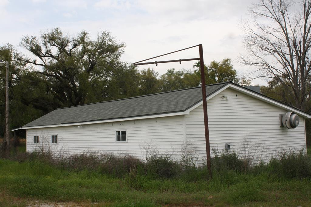 THIS BUILDING HAS SERVED AS A RESTAURANT AND COUNTRY STORE SUCCESSFULLY.  IT IS AT A VERY BUSY INTERSECTION OF HWY 91 AND IS THE ONLY BUSINESS LIKE IT, BETWEEN COLQUITT AND NEWTON.  IT IS CONVENIENT TO SERVE A VERY LARGE COMMUNITY.  PLEASE CALL LISTING AGENT FOR MORE INFORMATION.  IT COULD BE A GREAT INVESTMENT OPPORTUNITY!!