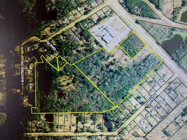 2 parcels totaling 29.91 acres on Thomasville's Southside with great investment  potential. Currently zoned Rm11, no rentals though. City water available. Approximately 300+ of road frontage.