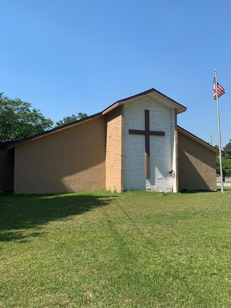 Great starter church, high visibility. There was an addition added to the rear of the building that was used for a food & clothes bank. Building also includes the baptistery, class rooms/offices and a small kitchen/fellowship hall. New roof and outside paint in 2019. Call to set up your viewing today.