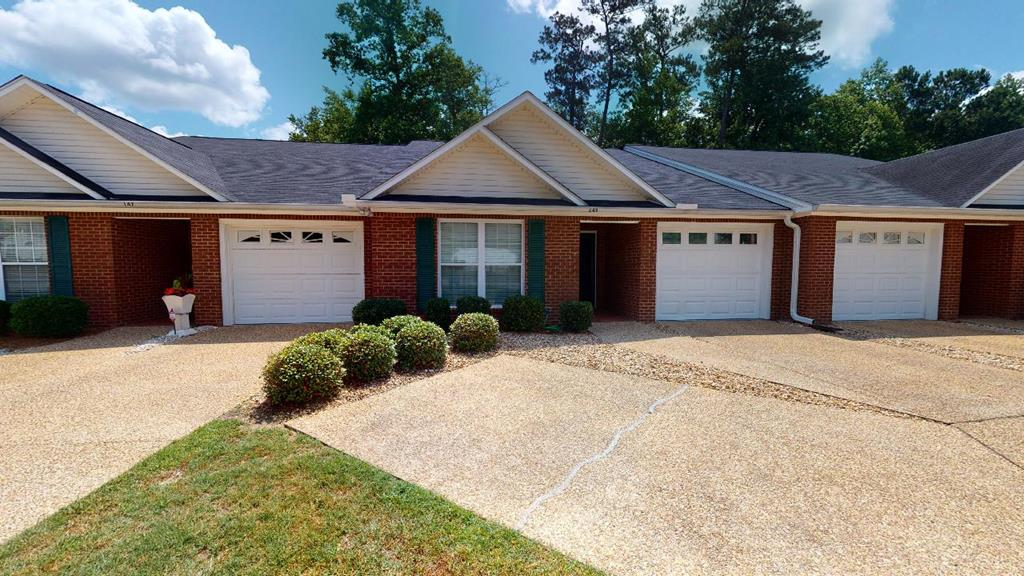 2 Bedroom, 2 Bath Townhome in Lake Eagle Subdivision. Great location close to downtown Thomasville. New roof in 2018, Hydro Quad water system, front bedroom  windows are heat resistant. Master bath with double vanities and walk-in in closet.. Private backyard with screened in porch and garden shed. Lake Eagle has access to Cherokee Lake for walking and fishing.
