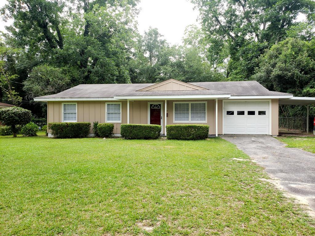 3 Bedroom 1.5 Bath home renovated features open floor plan, new kitchen cabinets, stainless appliances, and backsplash.  Property located near shopping, restaurants and the Butler Mason YMCA. Home has single car garage and large fenced in back yard.