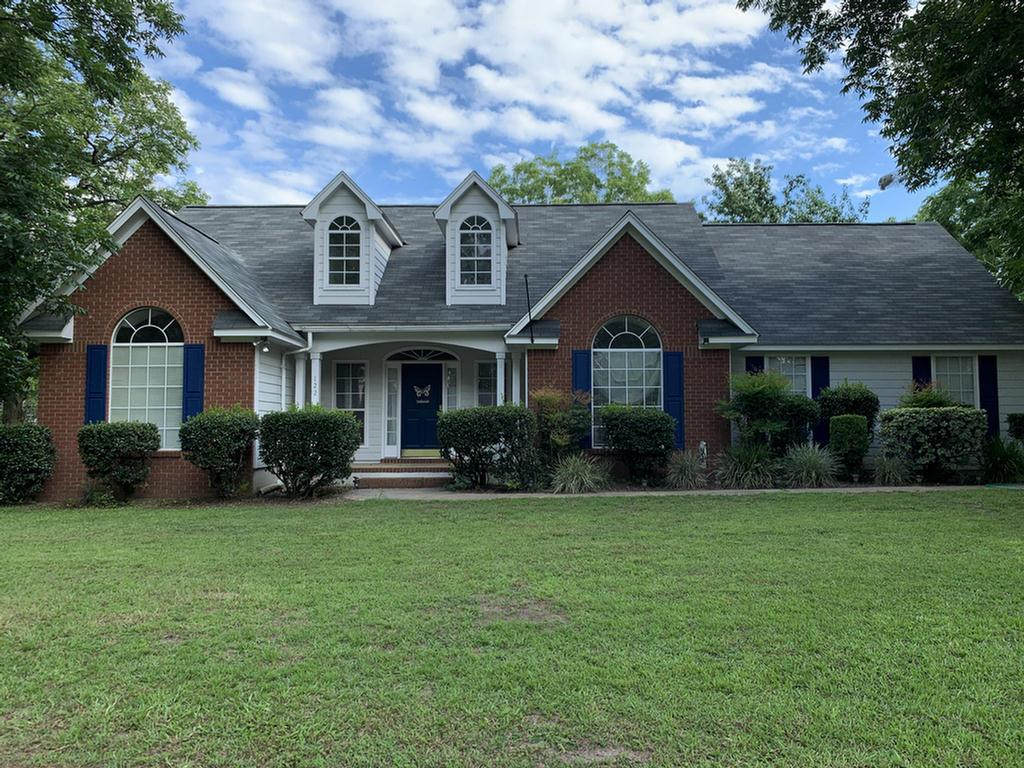 This beautiful 3 bedroom, 2 bath home is located in a great neighborhood off Broad in Cairo. This home features high ceilings in the foyer and family room, beautiful dining room with large windows. Master bath has jetted tub and separate shower, bright white kitchen and large deck. This home is perfect for the first time home buyer or the family that is ready to downsize.