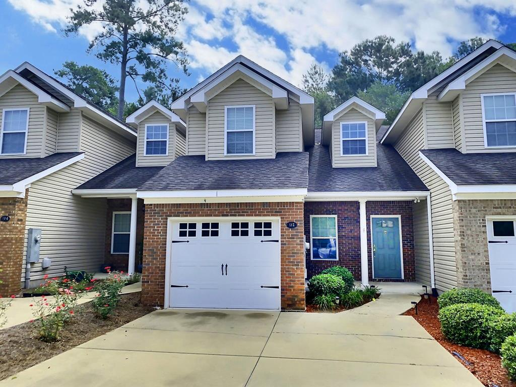 Very nice 3 bedroom, 2.5 bath town home located at Kenley Oaks, close to everything in Thomasville.  Gated community with clubhouse and pool.  Master suite is downstairs with large walk-in closet, hardwood floors in family room, open kitchen, lots of cabinets, hard surface counter-tops, laundry room and  bath.  Upstairs are 2 bedrooms, 1 bath, lots of storage.  Good condition, call for an appointment.