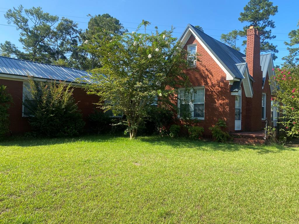 If you're looking for space, this lovely 2542 sq ft brick home has plenty to offer!  Perfect for a growing family.  Sitting on a large corner lot. Downtown Pelham is just minutes away.  Enjoy entertaining on the large screened porch.  New metal roof just installed.  Seller is highly motivated!  Grab your favorite Realtor and come take a peek.