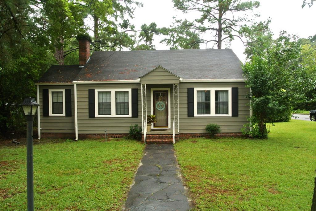 Close to downtown, in great shape. 4 bedroom, 1 & 1/2 baths over 1600 square feet.  Hardwood flooring throughout.  Two living areas.  Covered side porch.  Fenced in yard.