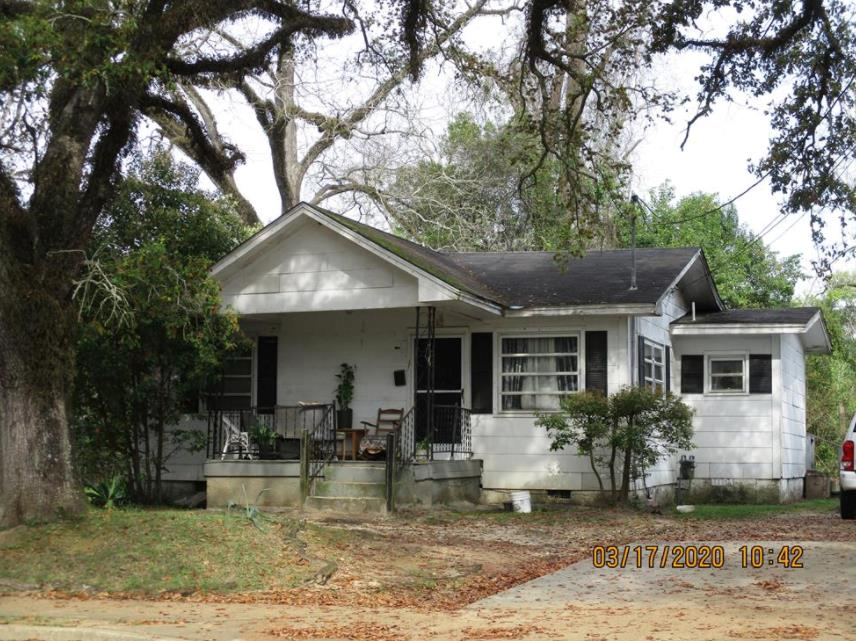 Three bedroom, 1 1/2 bath cottage on West Clay St. Great investment property.  **Property is currently rented for $550/month.**