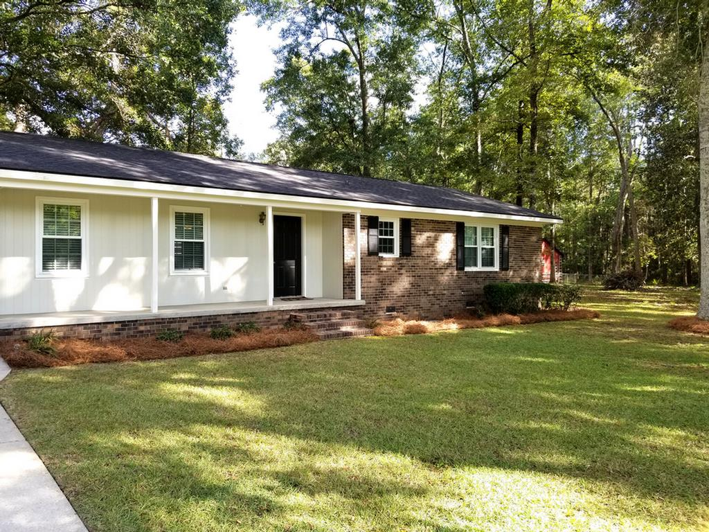 Beautiful lot!! Great Family home conveniently located near schools and shopping. This 3BR/2BA home has LR/DR combo, den, kitchen with cook top and single oven, laundry room and single carport. Laminate flooring in dining room, living room and hall. Spacious back yard, make an appointment today to see!