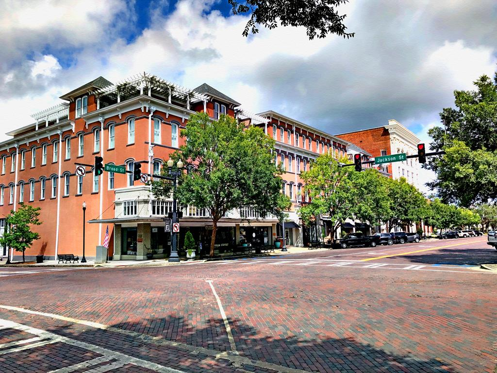 Very spacious top floor condo. Excellent view of downtown, all rooms facing Broad Street. Two private balconies. Units will have pine floors,totally renovated Historic Hotel. Building security system.