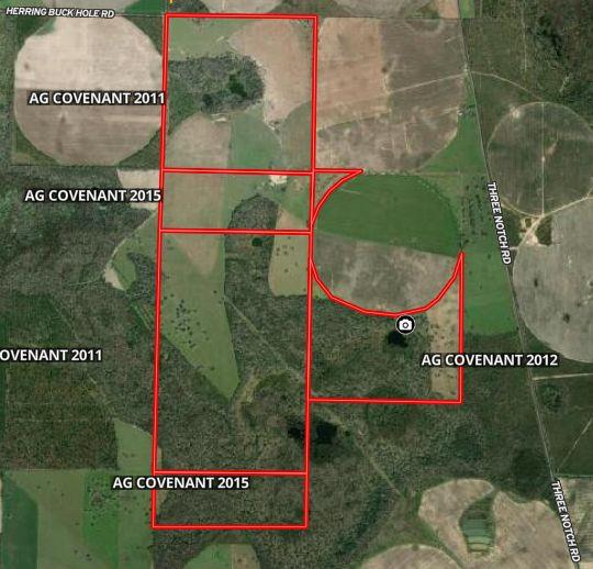 Seminole County, GA 1,011+/- Acres with 200+/- AC of Pivot Irrigation, (300 Possible), 300+/- Acres of fenced Pasture, and a small wilderness of mixed pine, Oak Groves and Cypress Heads.  This unique, hard to find property was most recently used as a cattle operation and hunting operation.  Formerly known as Hill Top Game and Fish. There is very little inventory for this type property in Seminole County near famous Lake Seminole.  This is a very well balanced property with all the elements for living, working, and playing on the same tract.  You want off the grid but also want to be connected?  This is your tract.  Convenient to Lake Seminole State Park, Bainbridge GA, Thomasville, GA and Tallahassee Florida.  Wide open Pasture, Large Oak Groves, and Rolling hills under a SWGA sky!  Consider the conservation value of this tract with the water features it possesses. (Sykes Water Gap, Buttonwood Pond, Little Lake, Cypress Lake, and Spooner Springs  Video and Packet Available.