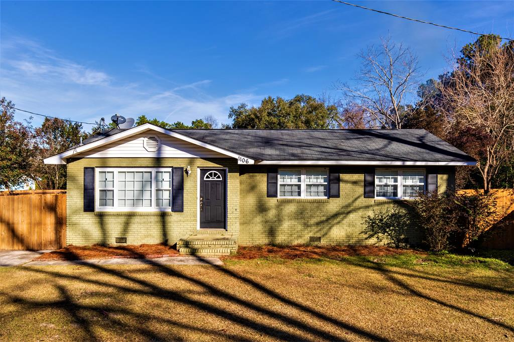Cute home in Barwick GA.  You'll love this 3BR/2BA with large private back yard.  Please make an appointment today!
