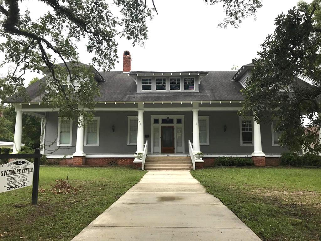 The Historic Remington-Moore house is the perfect location for a residential home, professional/medical offices or a Bed and Breakfast. 4 bedrooms, 5.5 baths and 4700 sq. ft of living space on approximately a 3/4 acre lot. Walking distance to downtown. Lots of possibilities with this property.New Heating and AC unit with new duct work installed 2020.
