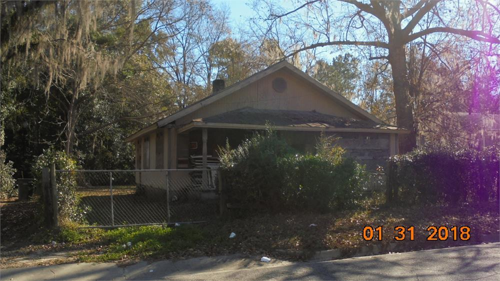 Great potential with this home in Thomasville!