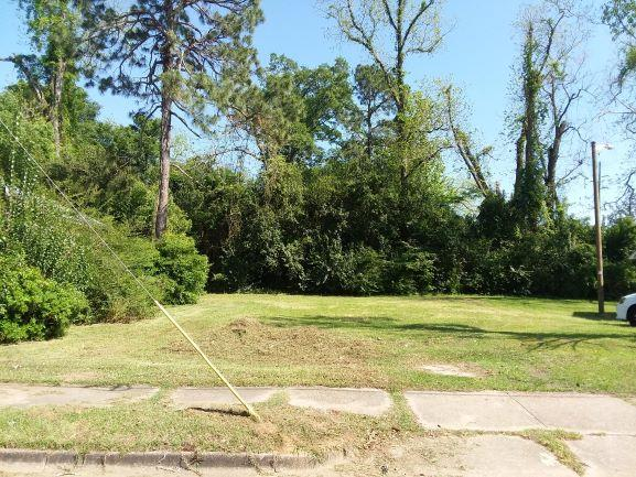 Small residential lot located on West Calhoun St.