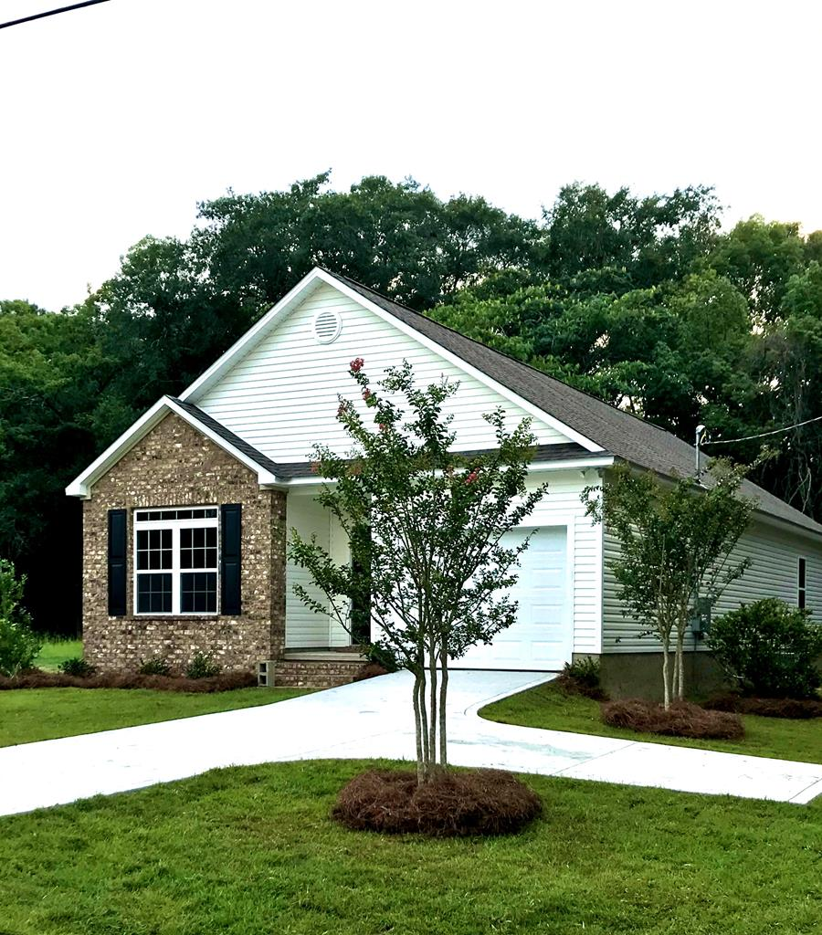 NEW CONSTRUCTION in Boston, GA!   Contract this one now and help choose finishing touches!   Home features 3BR,2BA, with lots of storage.  Master has walk-in shower and walk-in closet.  Open Floor Plan- Living Dining room Combo.  Kitchen has custom cabinets, granite countertops and stainless appliances, separate laundry rooml.  Also has one car garage and patio.  Call today for more info!