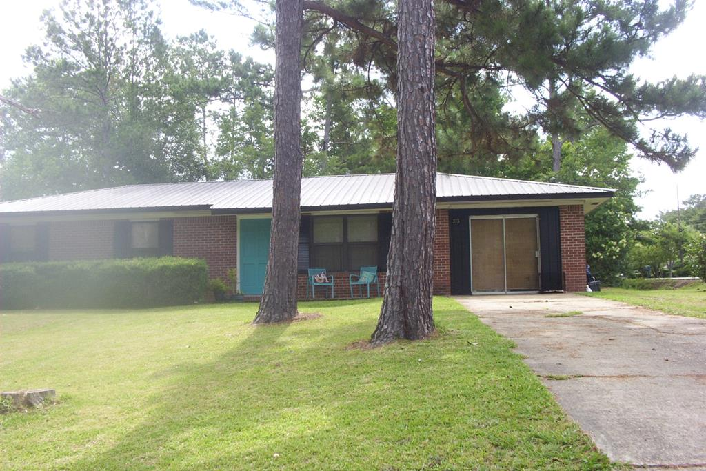 Where else can you find a nice brick home with 5 year old metal roof, 3 BDR, 1 Bath home in move in ready condition. This home is priced to sell and  will be a home that you will be proud of. This home will be ready to view on June 11th, so let your people know to save time to see this one. More photos in a few days. All city conveniences with a nice back yard and nice storage building.