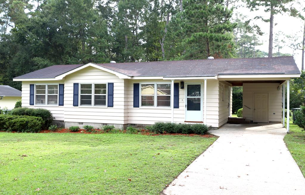 A charming Cottage! newly renovated, 3 bedrooms and 1 large bath featuring shiplap walls. This home has original wood floors in great condition, freshly painted interior. Kitchen and dining room combo, new wood cabinets with pull out drawer, nice! This home comes with a single garage and a nice large back yard.