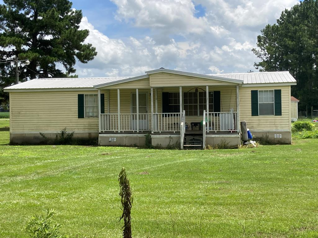 Great home located in Thomas County.  This property features 3 bedrooms 2 baths and was renovated within the last couple of years.  Call your favortie REALTOR today to schedule your private showing.