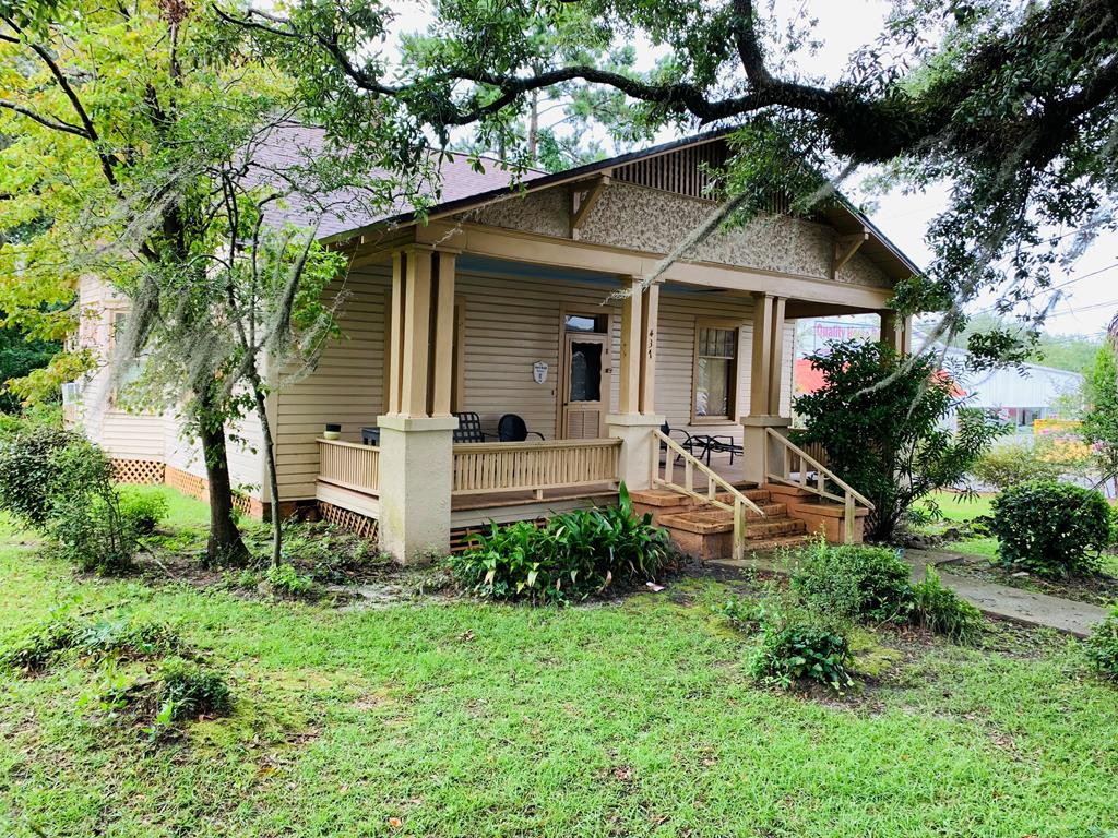 Don't miss this 3 bedroom, 1 bath home withing walking distance to schools and Downtown Thomasville. This home can also be easily converted to a commercial property. Lots or traffic flow for your business, or renovate this home to make it your own! Sold as is. Call your favorite Realtor TODAY!