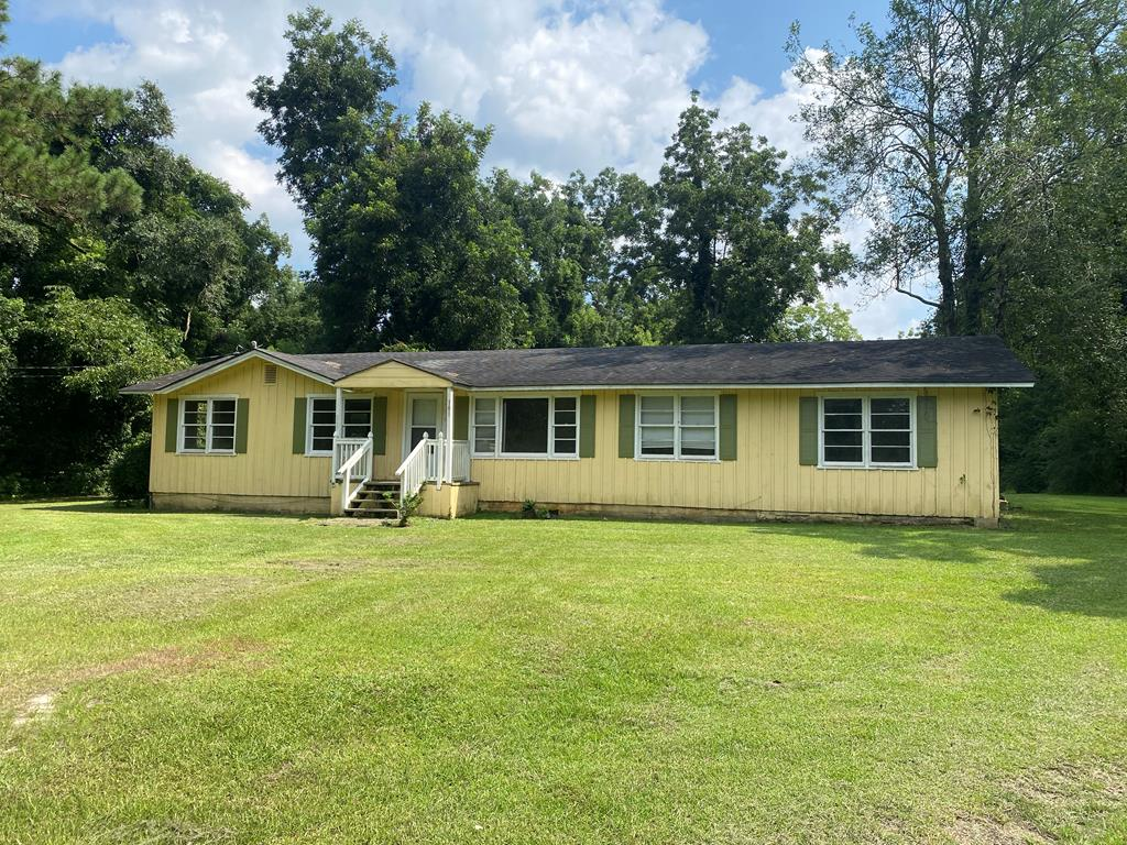 INVESTORS.....Thomas County PARCEL #'S,  046-047, 101 VERNON LANE ON 3 ACRES (THIS PARCEL IS A 4 BEDROOM 2 BATH STICK BUILT HOME with Two mobile homes)- 60 VERNON LN  & 24 VERNON LN- that have long term tenants that want to stay. PARCEL# 046H028 @ 140 DOGWOOD DR. 3 bdrm 2 Bth, PARCEL # 053100 @ 816 N EGG & BUTTER RD 2 Bdrm / 2 Bth, PARCEL# 055A068 @ 60 HONEYSUCKLE WAY 2 Bdrm /2 Bth, PARCEL# PB-3485 @ 82 HONEYSUCKLE WAY. 3 bdrm /1 bth. ALL properties are tenant occupied and has a  total monthly income is $5100. THE seller is a license GA agent 299107.
