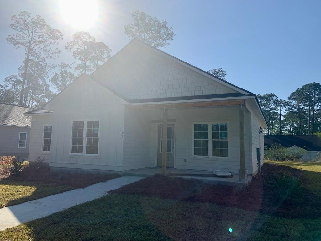 New Construction home scheduled for completion Late October early November.  This new construction home is owned by a licensed realtor in the state of Georgia.  License number 106345.  3 bedroom, 2 bath home, convenient to schools, grocery stores, churches and ball fields and parks.  See plans attached for details.  Specifications coming soon on colors, granite, flooring, tile and cabinets.  Price, Plans, Specifications, Colors, Materials, etc. are subject to change. Please inquire with an agent for details.