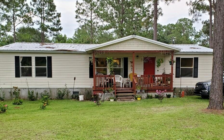 Price Drop!!   There is plenty of room Inside and out!  Just over an Acre lot with front and back porch, This home has large rooms and lots of natural light!  2000 Pioneer 31x48 has been kept clean and neat. Move in ready and Seller is motivated.  Make your best offer today!  Seller is Sister of Agent.