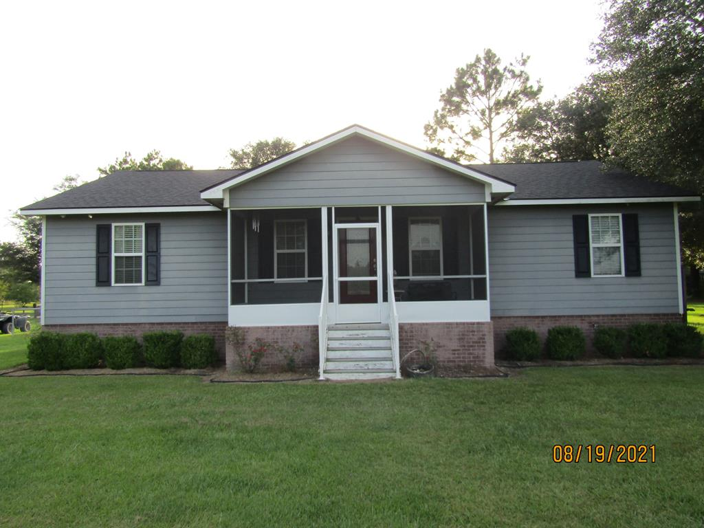 Very nice 3 bedroom 2 bath home only minutes from Baconton Charter School. Property is over six acres, pasture in front of home fenced in and pasture behind home partially fenced. House has screened in front porch, covered back porch, formal dining room which would make great rec rm. Detached two car garage, chain link fence back yard. Kitchen has granite counter tops, this is a must see and will not last long. property has shared well with one neighbor and flood insurance required. Call for a showing today.