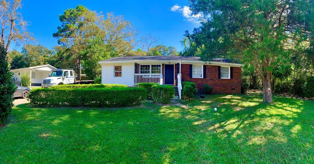 This charming remodeled 4 bedroom 2-1/2 bath home is downtown Thomasville Georgia. This home is packed full of new appliances, stunning freshly installed real heart pine flooring all the way throughout the home, brand new duct work, many more upgrades. The yard features manicured boxwoods lining the front door walkway with several nice rose bushes and several trees to provide lots for shade for outdoor activities.