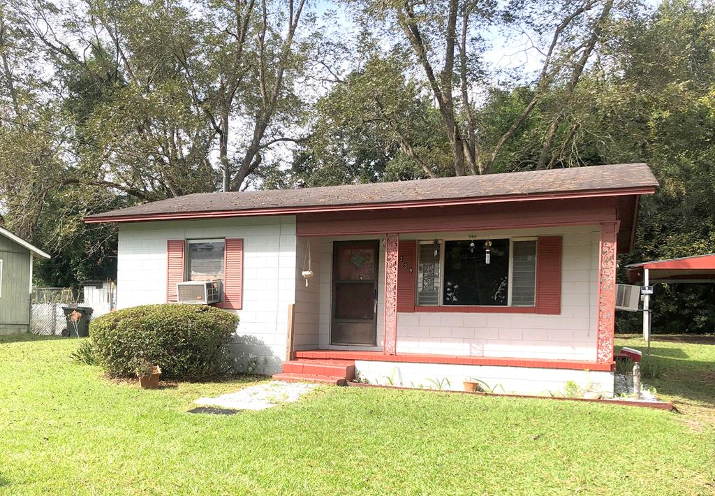 2 bedroom 1 bath Single Family home, has a washer and dryer hook up behind the house in it's own shed. There is also a single carport located in the backyard. Great Investment Property.