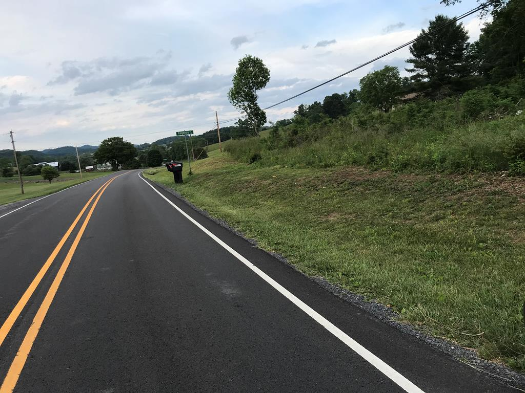 Very nice lot to build a home, conveniently located to Historic downtown Abingdon, and within a few minutes drive to South Holston Lake.