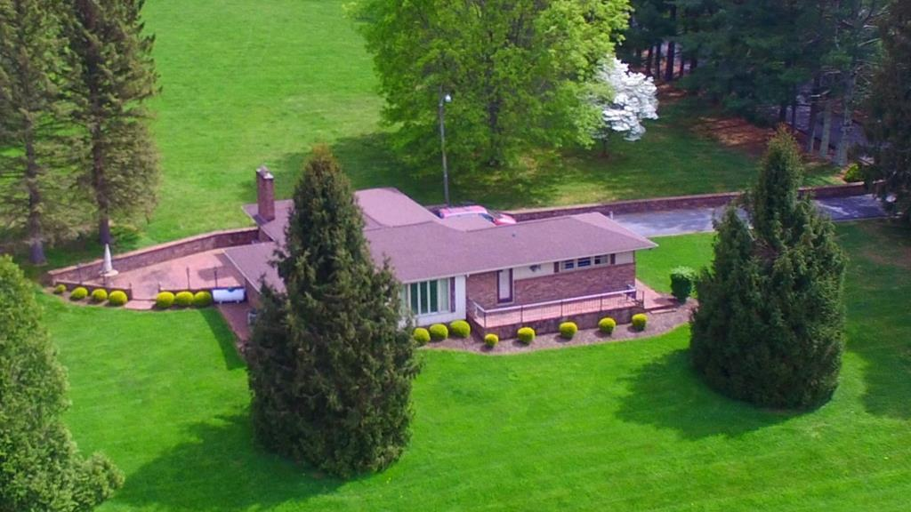 WHAT A BREATHTAKING VIEW FROM THIS SPACIOUS BRICK RANCH HOME!! YOU WILL LOVE THE LARGE OPEN GREAT ROOM WITH BEAMED CEILINGS AND A BRICK FIREPLACE!! GREAT FOR FAMILY GATHERINGS!! WITH APPROX 2 ACRES OF BEAUTIFUL LANDSCAPING, THERE IS PLENTY OF ROOM TO ENJOY!! LOCATED IN ONE OF OUR MOST DESIRED SUBDIVISIONS!!