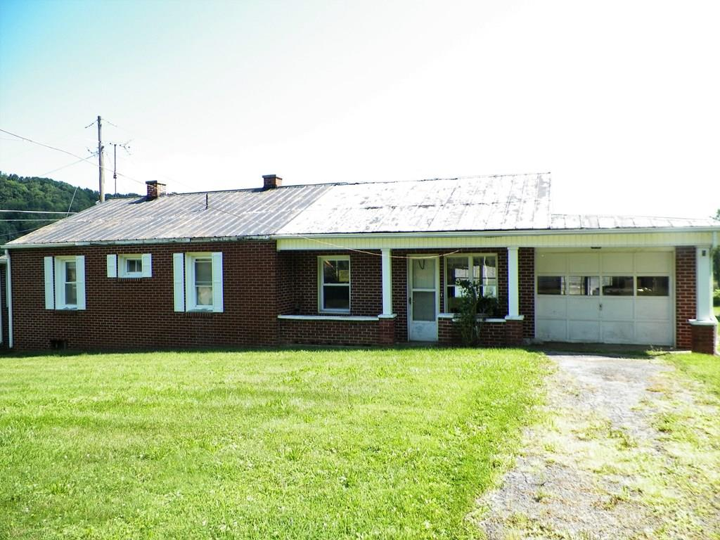 WANTED:CREATIVE BUYER FOR THIS DIAMOND IN THE ROUGH...SOME PAINTING AND A FEW HOURS OF WORK WILL RESTORE THIS HOME TO IT'S ORIGINAL  BEAUTY...A BARGAIN FOR DO-IT-YOURSELF BUYERS!  CLEAN UP, PAINT UP, BUY LOW, SELL HIGH AND YOU WILL HAVE MADE A SMART INVESTMENT