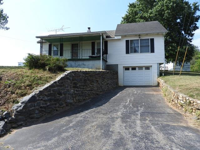 Great starter home or rental. This 2 bedroom 1 bath home is situated in a convenient location. Close to I-77 and shopping.