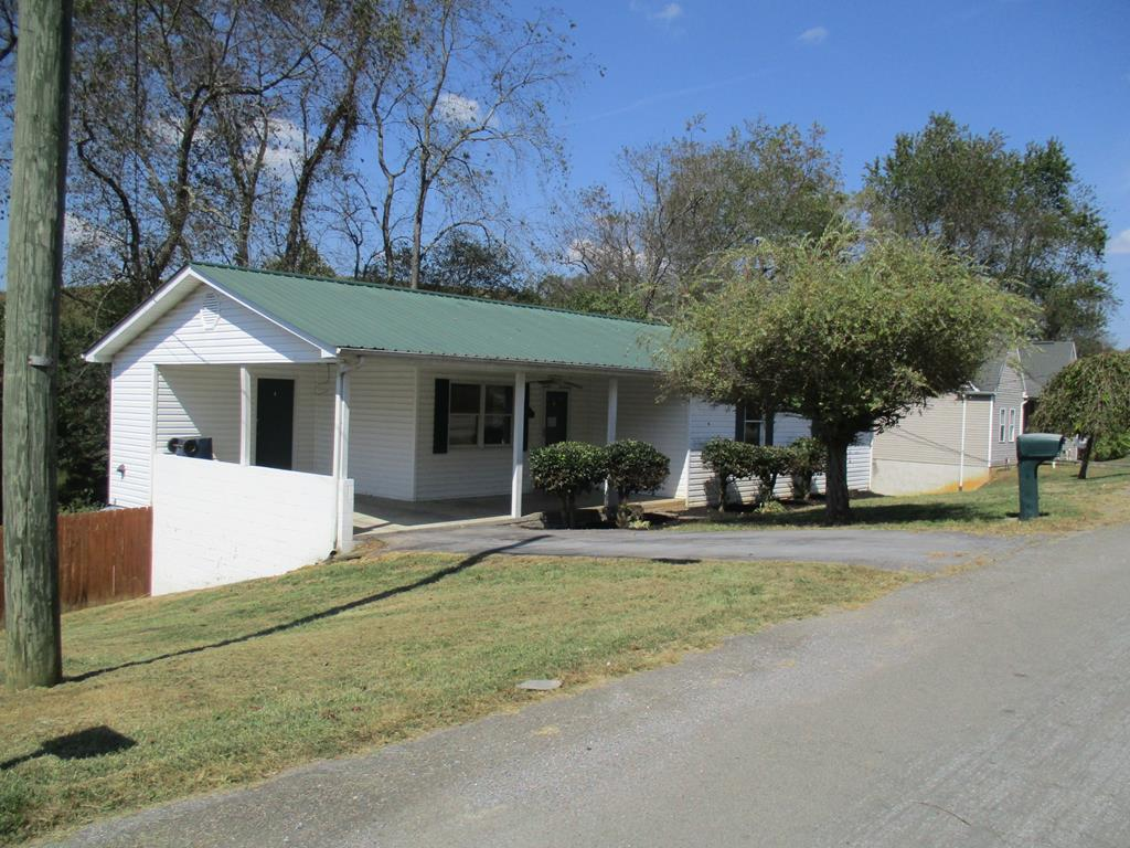 This Fannie Mae HomePath home features 3 bedrooms, 1 bath and large eat in kitchen. Basement has high ceiling ready to finish off for additional living area. Located In the  Chilhowie School System.