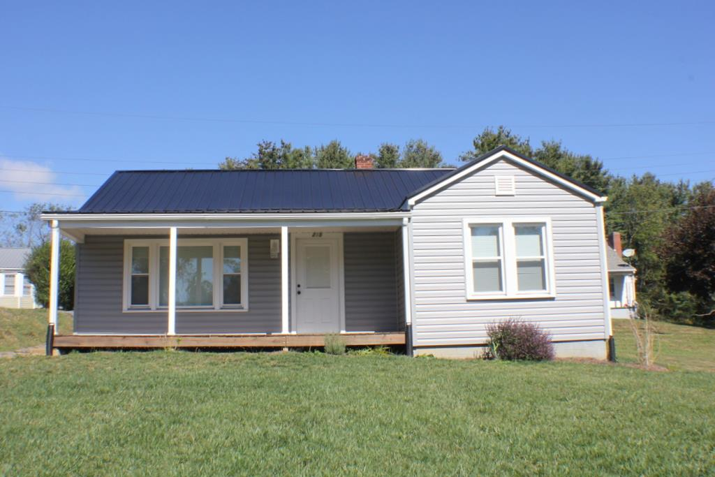 Completely renovated cottage located in the town of Hillsville with all town amenities.  Home has all new Metal Roof, Trane HVAC System, Windows, Doors, Oak Kitchen & bath cabinets, carpet & ceramic tile floors, Stove, Refrigerator, Sink, Microwave,  Dishwasher, All bath fixtures, lighting, plumbing fixtures, Back Deck, Vinyl Siding, Washer & Dryer, and ceiling fans. This house is move in ready.  you must see to appreciate.