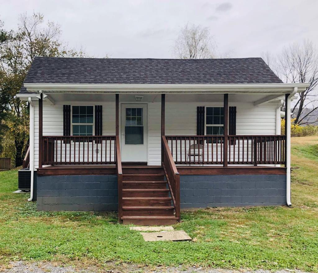This 3 bedroom, 2 bath craftsman home is totally renovated inside and out. It is conveniently located 2 minutes from the town of Saltville as well as Highway 107. It is served with public water, sewer and trash pick-up. The single level layout is very user friendly with total up to date features.