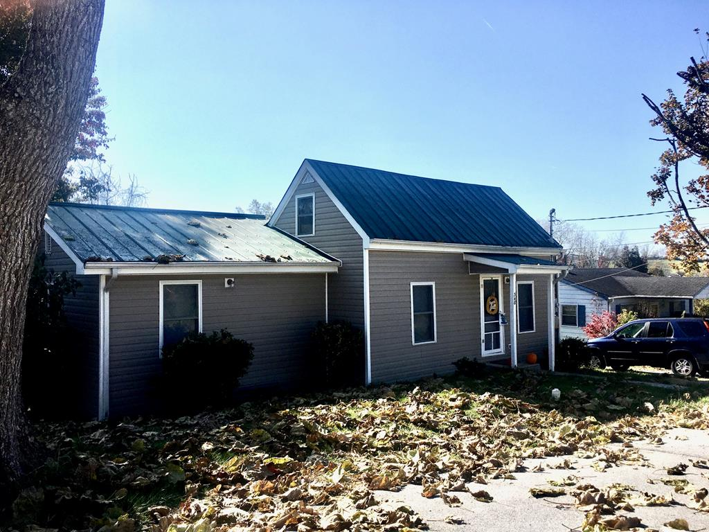 Cute Cottage conveniently located near downtown, the Farmer's Market, shopping and I-81. You will love the unique flowing floor plan, sunny kitchen & large en suite bedroom. A spacious loft is the bonus of this house which is perfect as an extra sleeping space, home office or for hobby/craft. Do you love garden or yard work, have pets or want room to play? You can do it all with with the double lot. Stop making your landlord rich, come and buy your own home!!