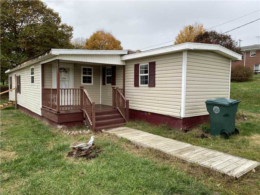 This 3 bed,1 bath manufactured home is located in Bristol, VA. The home is in need of updates and repairs before move-in ready, once complete this will make a nice starter home.Property is sold in as is condition and where is. Seller does not prorate taxes or pay delinquent taxes. Buyer pays all closing costs including, but not limited to any and all transfer taxes, title, legal, and recording fees. Seller has no knowledge of condition. It is the responsibility of the buyer to do all research.