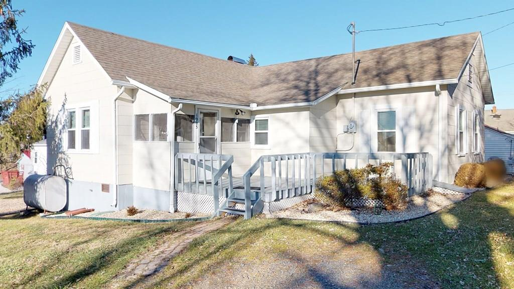 Great Location right in the middle of town. Walking distance to the Intermediate School. Nice Quiet neighborhood