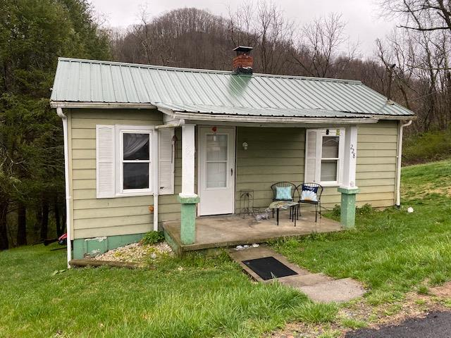 Attention Investors!!  Don't miss out on this opportunity, let the rent pay it off!  This 2 bed 1 bath home is currently already rented, and priced to sell!  Located on Henderson St in Marion, this property has a large lot for the area, and has room to possibly add on.  Make your appointment to come see it today!