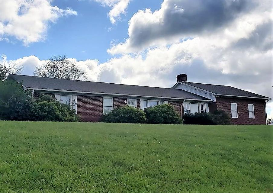 THIS 1970 WELL BUILT ALL BRICK RANCH HOME IS LOCATED IN GRAYSON COUNTY WITH AWESOME VIEWS OF THE MOUNTAINS. SITUATED ON A .460 ACRE CORNER LOT AT THE END OF A DEAD END STREET. THE HOME OFFERS SOME RECENT IMPROVEMENTS TO INCLUDE FRESH PAINT, NEW VINYL AND CARPET FLOORING.  THE ITEMS IN THE HOME SOME NEW AND SOME OLD CONVEY WITH THE PROPERTY. AN ORIGINAL GARAGE HAS BEEN CONVERTED TO A DEN/FAMILY ROOM W/FIREPLACE AND A 2 CAR GARAGE ADDED TO THE HOME. THE ONE LEVEL HOME OFFERS A LIVING RM, KITCHE/DINING RM, 3 BDRMS, 2 BATHS AND FULL BASEMENT THAT COULD BE FINISHED.