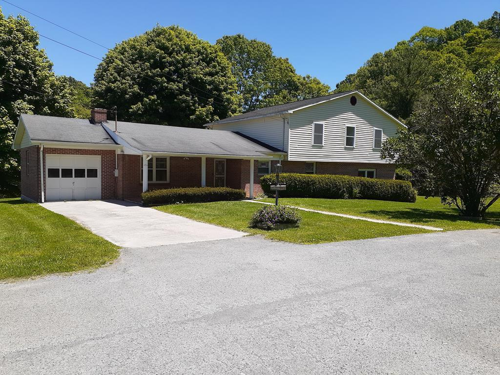 Lots of living space with over 3000 sq ft an attached and a detached garage. This home is snuggled in a neat little neighborhood within 3 miles of downtown Tazewell. Big enough for a large family, or for just spreading out with a smaller one. Bluefield is only 25 minutes, but with the cozy little town right up the street you may not need to travel there for much. The home offers lots of deck space with 2 stories of deck, perfect for a cook out or morning cup of Joe. Come check it out, you get a lot for your money here. Did I mention move in ready and could be financed by most any loan you choose.