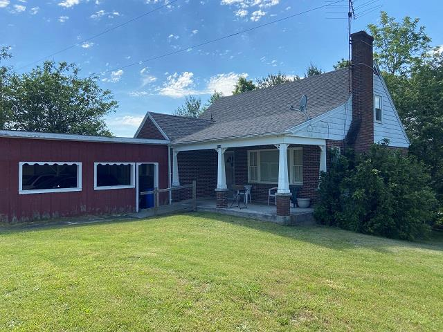 Nice 4 bedroom house on 20+ acres with mountain views. Nice Barn on property for your horses. This property is about 1 mile from the New River.