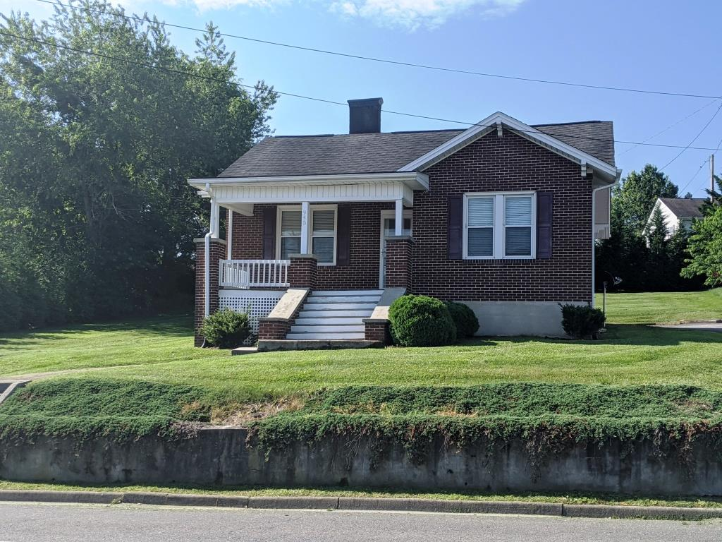A very quaint 2bd/1ba home with full unfinished basement.  Home offers beautiful hardwood floors throughout, large backyard, and conveniently located to town amenities.  Whether you are looking for a move-in ready home or rental with a strong rental history, check this one out!