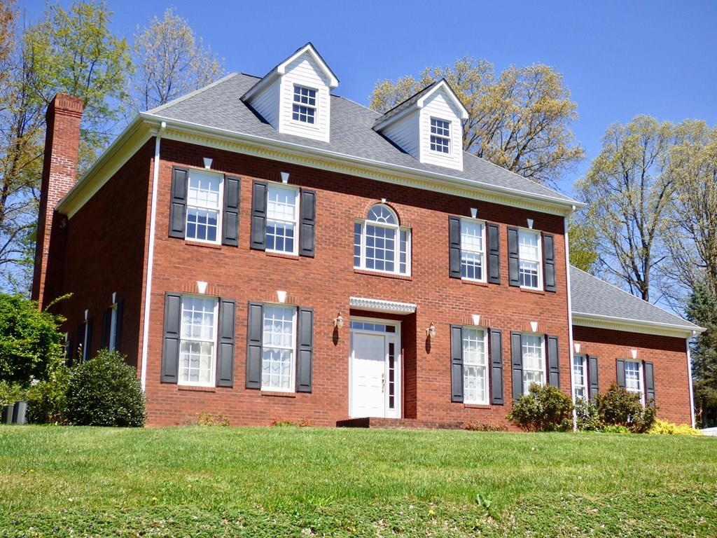 BEAUTIFUL LIKE NEW HOME IN THE LORETTO SUBDIVISION WITH 4 BR'S 2 1/2 BATHS. OAK FLOORING THROUGHOUT, CHERRY CABINETS, STAINLESS STEEL APPLIANCES, AND CORIAN COUNTERTOPS MAKE A DREAM KITCHEN. HOME HAS OPEN FLOOR PLAN. STUNNING FIREPLACE IN DEN.  HAS TRUE CRAFTSMANSHIP WITH WIDE BASEBOARD AND CROWN MOLDING AND FULL BASEMENT. HOME IS MOVE IN READY.
