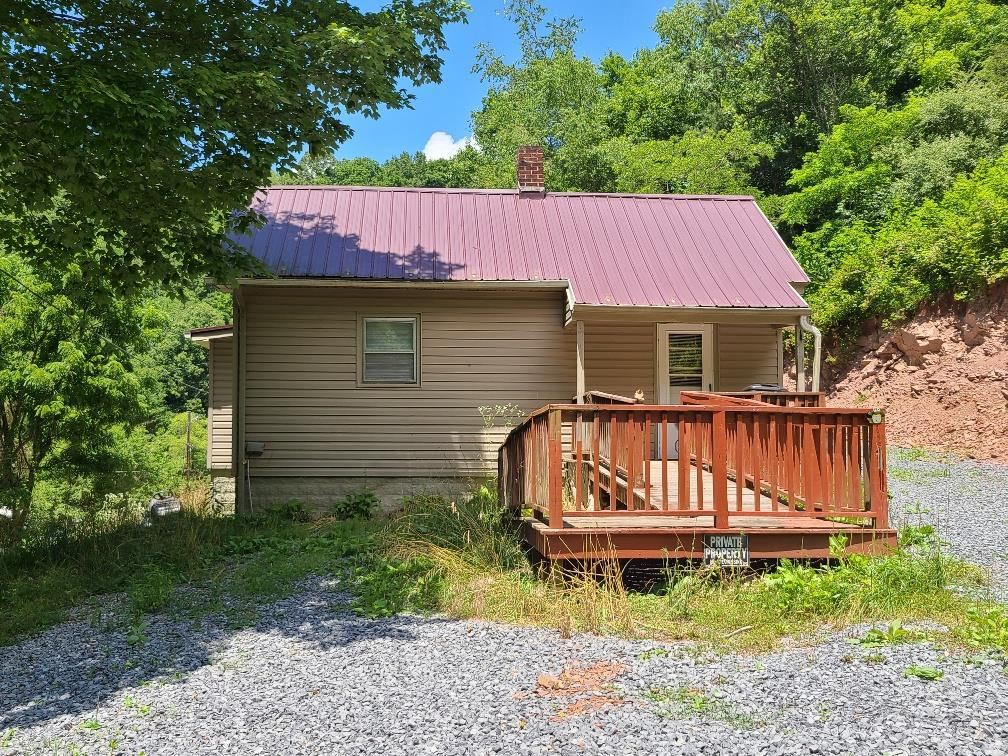 This 2 BR, 1 BA cottage is located right outside the town limits. House was built on piers. Approximately 6.65 acres is wooded and can be used for hunting. Also property is located within a short distance to National Forest at the end of Williams Rd.